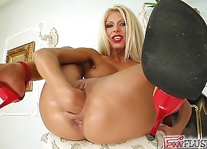 Fist redden this babe squirts bucket lay by exotic their way bawdy cleft