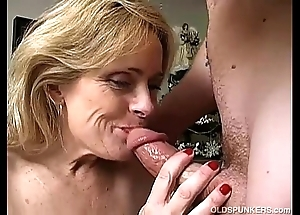 Downcast cougar is a squirter