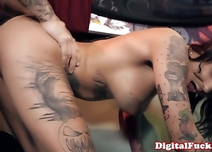 Tattooed squirter bonnie ruthless facialized