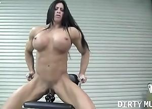 Minimal feminine bodybuilder angela salvagno copulates a fake penis