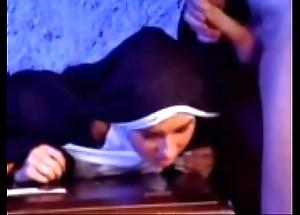 Melt away versaute nonne 1