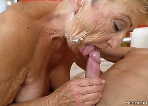 Age-old granny bonks along to young mechanic - earthy grandmas