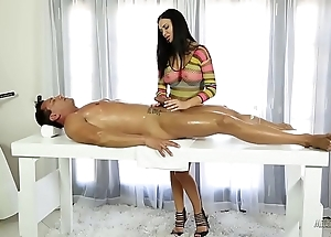 Jasmine jae helps on a sad scrimp