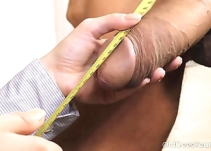 Age-old goes youthful - well-hung trestle cums thither a petite brunette