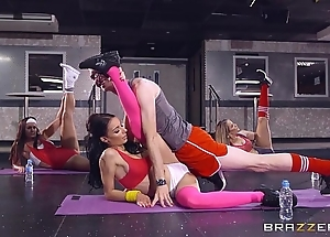 Brazzers - sophia laure receives screwed at yoga trainer